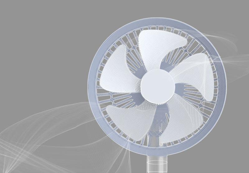 5枚羽根と空気力学が<br />生み出す優しい風<br /><br />